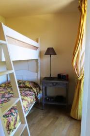 <b>stanza con letto a castello</b>