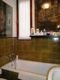 <b>bagno con vasca</b>